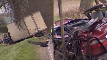 Kierowca ciężarówki zjechał wprost przed nadjeżdżające auta. Trzy osoby zginęły