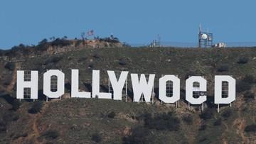 """01-01-2017 20:17 """"Święte zioło"""" zamiast Hollywood. Przerobili słynny napis"""