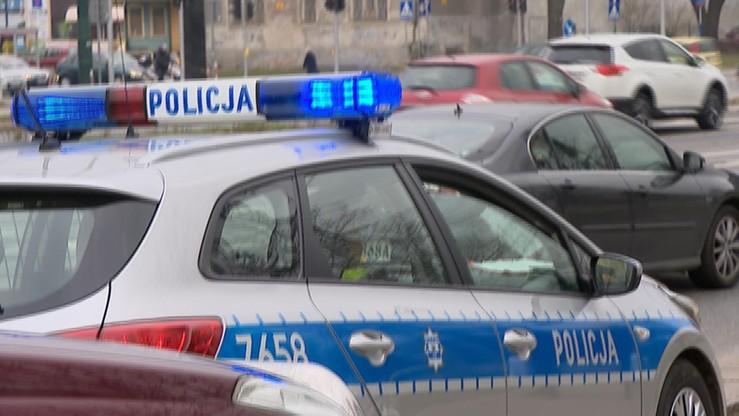 W Wałbrzychu mężczyzna biegał po jezdni, był agresywny. Zmarł podczas interwencji policji
