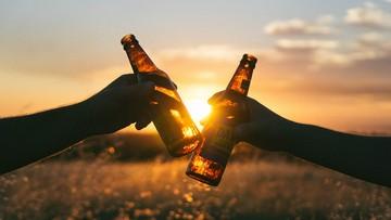 """Piwo """"pod chmurką"""". Sąd Najwyższy zajmie się definicją """"ulicy"""", gdzie nie wolno pić alkoholu"""