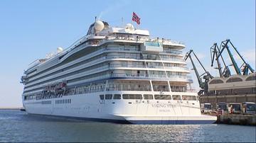 08-05-2016 17:36 Ogromny wycieczkowiec zawinął do portu w Gdyni