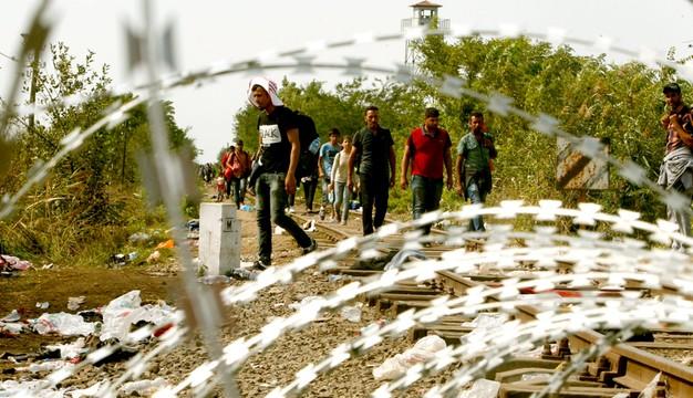 Francja: zamieszki i pożar w obozie dla uchodźców w Grande-Synthe
