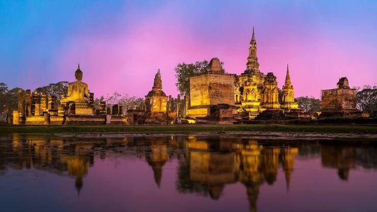 35 lat więzienia za obrazę monarchii na Facebooku. Surowy wyrok w Tajlandii