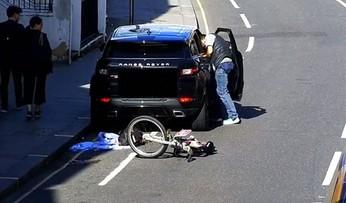 Jechał na rowerze, zauważył otwary samochód. Złodziej zatrzymany na gorącym uczynku