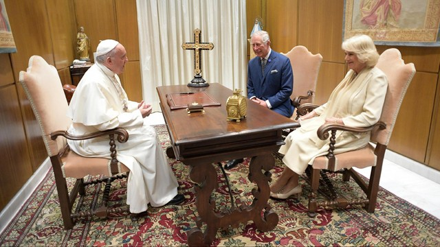 Papież przyjął na audiencji księcia Karola i księżną Kamilę