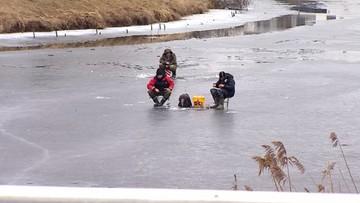 19-02-2017 11:44 Odwilż, a ludzie spacerują po lodzie. Strażacy apelują