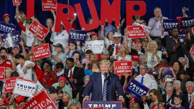 Sztaby Clinton i Trumpa potępiają podpalenie lokalnej siedziby Republikanów