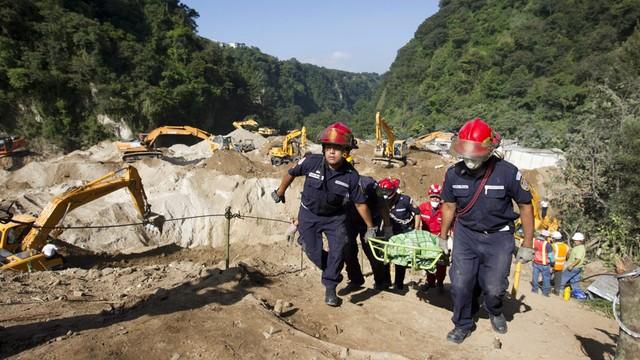 Gwatemala: już ponad 100 śmiertelnych ofiar lawiny ziemnej