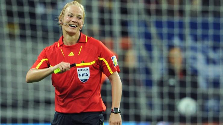 Kara dla piłkarza ze seksistowskie wpisy? Sędziowanie meczu... kobiet!