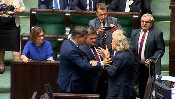 Poseł Nowoczesnej wykluczony z obrad Sejmu. Przepychanka po wniosku o przerwę