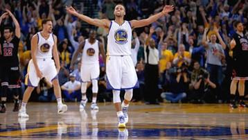 2015-11-29 NBA: koszykarze Golden State Warriors wygrali 18. mecz