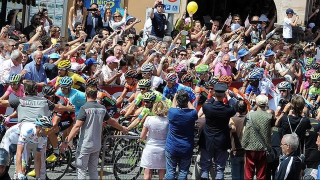 Giro d'Italia: Formolo wygrał etap, Clarke liderem