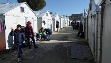 03-02-2016 22:50 Grecja: protestujący nie pozwolili wylądować śmigłowcowi z ministrem. Sprzeciwiają się budowie ośrodka uchodźczego