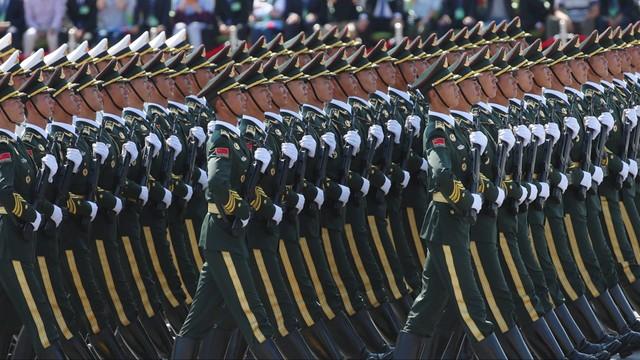Chiny: wielka defilada, zapowiedź redukcji sił zbrojnych
