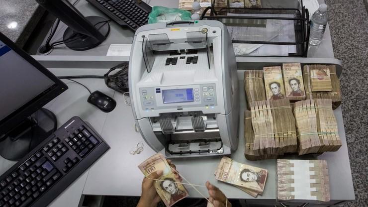 Banknoty o nominale 100 bolivarów dłużej w obiegu