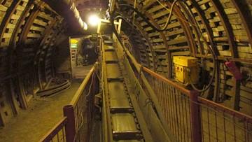 Śmierć górnika w kopalni. Zabił go duży kamień, który spadł z przenośnika