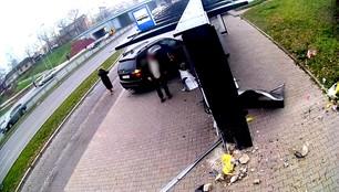 Kielce: areszt dla pijanego kierowcy, który wjechał w przystanek
