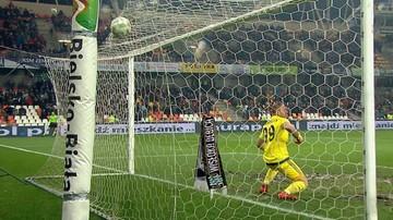 2016-11-06 Kasprzik z klopsem roku! Piłka wywinęła numer na błocie (WIDEO)