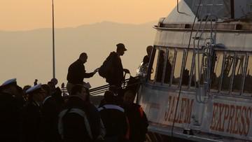 04-04-2016 08:01 Z wyspy Lesbos wypłynęły pierwsze łodzie z migrantami do Turcji