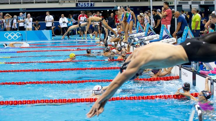Kanadyjski pływak przed każdym startem pokazuje ojcu… środkowy palec