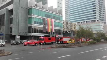 2016-10-10 Strażacy ćwiczyli ewakuację poszkodowanego z elewacji wieżowca w centrum stolicy