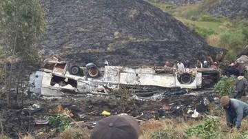 01-08-2017 18:38 Autokar spadł w przepaść i spłonął. Co najmniej 34 ofiary wypadku na Madagaskarze