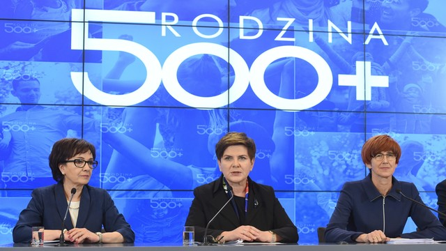 Rafalska: ruszają infolinie o 500 plus, będą kolejne spotkania z samorządami