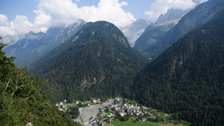 Szwajcaria: wstrzymano poszukiwania turystów zasypanych osuwiskiem skalnym