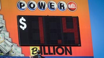 13-01-2016 09:52 Milionerzy liczą na miliard. Owieczkin i Anthony kupili losy Powerball