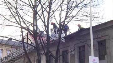 Powalone drzewa i uszkodzone budynki. Ponad 300 interwencji strażaków