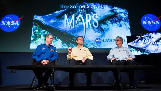 Woda na Marsie? NASA pokazała dowody, że czerwona planeta nie jest zupełnie sucha