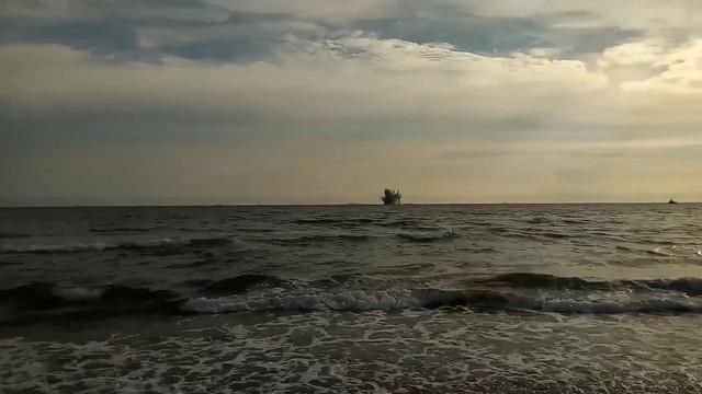 Włochy: myśliwiec runął do morza w czasie pokazów lotniczych
