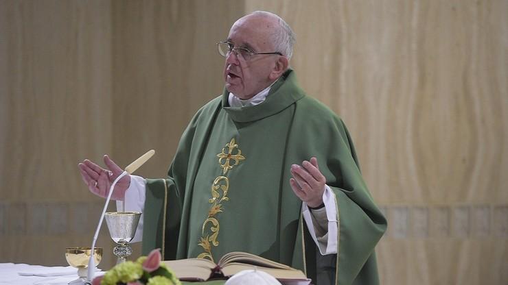 Papież na Twitterze o kobietach - ofiarach przemocy