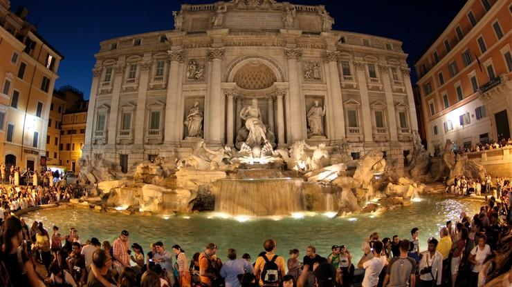 Caritas i władze Rzymu walczą o to, kto zgarnie drobniaki wyławiane z Fontanny di Trevi