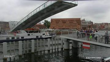 04-08-2017 15:40 Statek przepłynął pod opuszczaną kładką. O włos od tragedii w Gdańsku