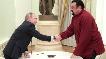 """25-11-2016 18:20 """"Spasibo bolszoje"""" od Seagala dla Putina. Aktor dziękuje za obywatelstwo"""