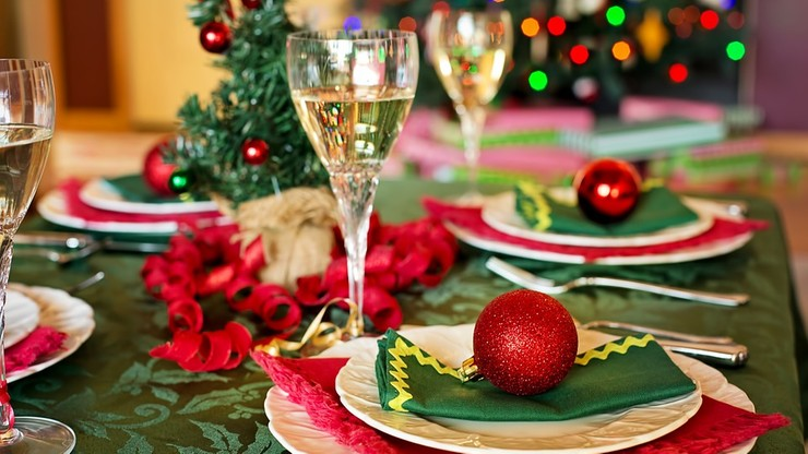 """""""Świąteczny stół to nie miejsce na kazania"""". Kanadyjczycy radzą, jak sobie radzić ze """"złośliwym wujaszkiem"""""""