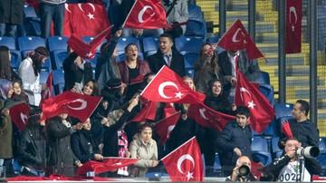 2015-11-18 Tureccy kibice gwizdali podczas minuty ciszy (WIDEO)