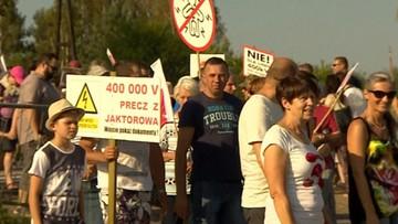 """28-08-2016 08:20 Protesty na trasie katowickiej i krajowej """"7"""" - ruch objazdami"""