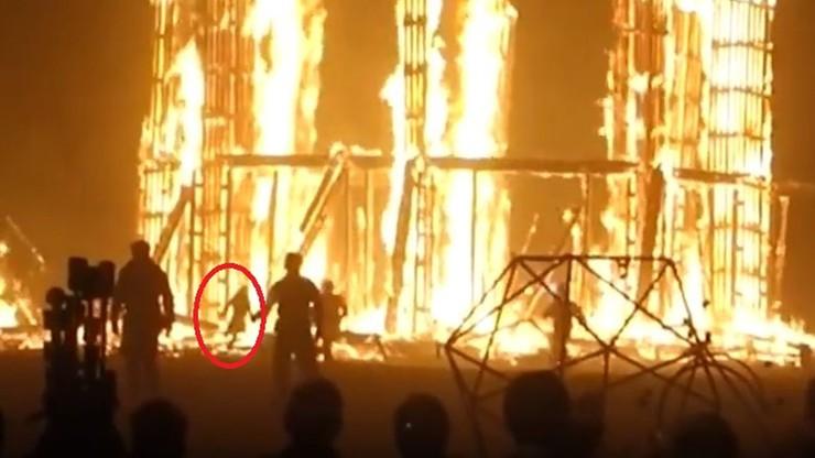 Śmierć na słynnym festiwalu. Mężczyzna wbiegł w płomienie