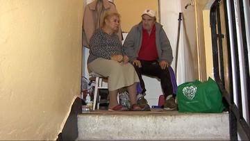 Od dwóch lat mieszkają na klatce schodowej. Stracili mieszkanie przez oszustów