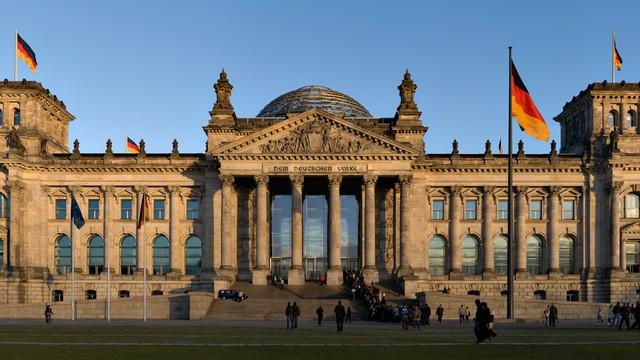 Niemcy: hakerzy kontrolują system komputerowy Bundestagu