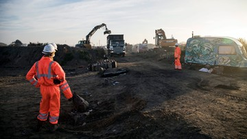 2016-10-27 Rozpoczęły się prace porządkowe w obozowisku w Calais