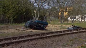 23-04-2016 13:58 Samochód zderzył się z pociągiem. Dwie osoby są ranne