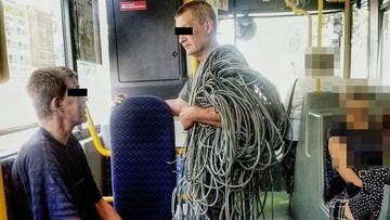 17-06-2016 16:11 Ukradli 50 kg kabli. Wsiedli z nimi do autobusu