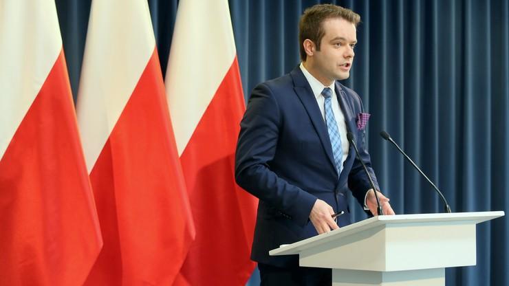"""""""Bardziej koncentruję się na kobiecej intuicji pani premier"""". Bochenek pytany o zmiany w rządzie"""