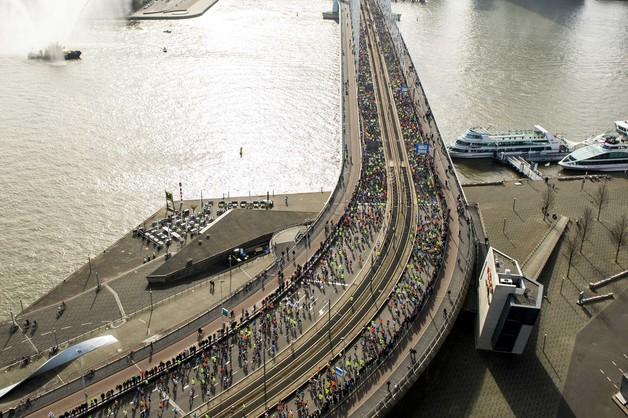 Maraton w Rotterdamie - zwycięstwa Etiopczyka Kumy i Japonki Kato