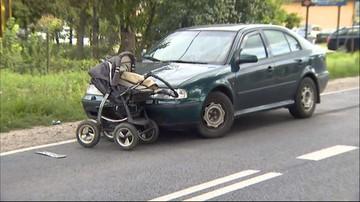 17-08-2016 12:23 Samochód wjechał w wózek z niemowlęciem. Pchał go przez kilka sekund