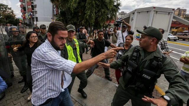 Wenezuela: Parlament oskarżył prezydenta Maduro o zamach stanu