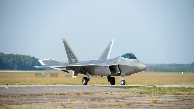 Rosyjski ekspert: USA z F-22 w Europie naśladują hitlerowskie Niemcy